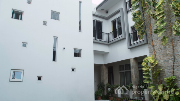 Luxury 6 Bedroom, 6 Bath Residential Property on 1850sqm in Quiet  Area of Lekki Phase 1