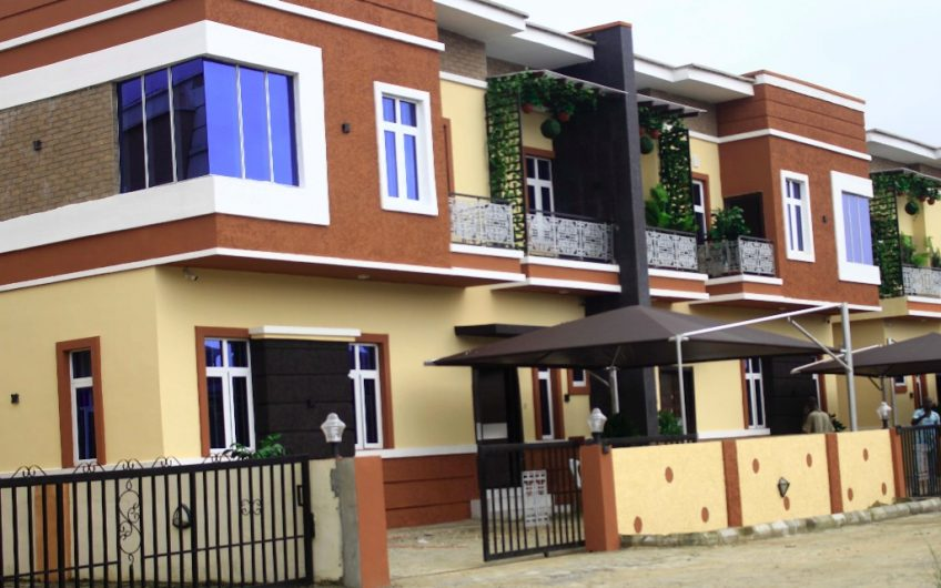 5 Bedroom Fully Detached House With a room Servant Quarters
